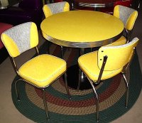 Yellow Cracked Ice Round Diner Table w/ 4 V-Back Chairs USA NEW