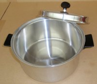 REFURBISHED Regal Ware 3 Ply Stainless Steel 6qt Dutch Oven